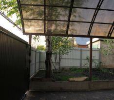 Навес из поликарбоната: вид со двора