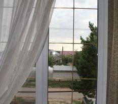 Пластиковое окно с решеткой