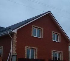 Фронтальная сторона остекленного двухэтажного дома