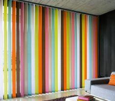 Цветные вертикальные жалюзи для гостиной