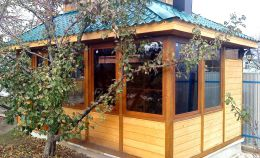 Остекление беседки деревянные окнами