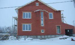 Остекление двухэтажного дома из кирпича
