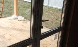 Дверь из ПВХ профиля REHAU