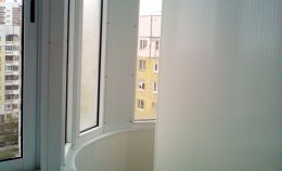 Застекленный балкон сложной конструкции и формы