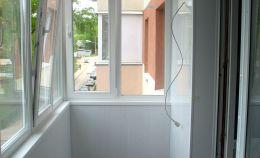 Теплое остекление балкона: внутренняя отделка ПВХ панелями