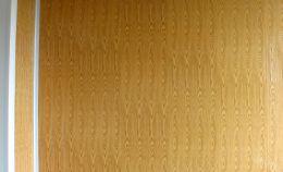 Стены остекленного балкона: панели цвета «дерево»