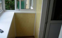 Балкон с установленными алюминиевым профилем