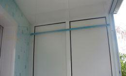 Балкон с холодным остеклением: панели на глухой стене