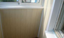Отделка стен балкона пластиковыми панелями
