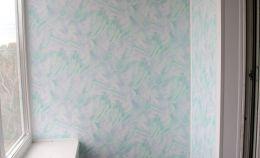Глухая стена лоджии с голубыми панелями