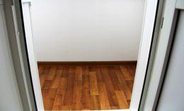 Проход из балкона в комнату: отделка откосов и порога