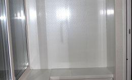 Остекленная лоджия: в нижней части установлен шкаф хранения
