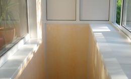Холодное остекление балкона. Отбелка в бежевых тонах.