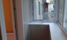 Холодное остекление балкона и отделка панелями