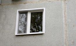 Пластиковое окно панельного дома