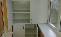 Балконный шкаф с двумя отсеками под хранение