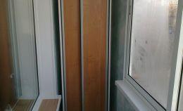 Узкий шкаф для балкона с холодным остеклением