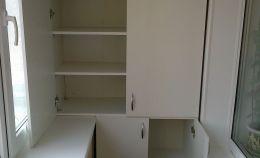 Шкаф для лоджии: 4 полки сверху и 2 снизу