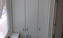 Шкаф на балкон с тремя отсеками и сушилкой для белья