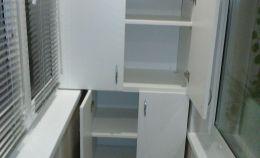 Шкаф на лоджии: 4 полки сверху и 3 низу