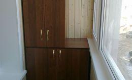 Шкаф на лоджии из темного дерева