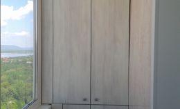 Шкаф с двумя отсеками для хранения на балконе