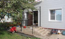 Строительство крыльца частного дома: сварка конструкций