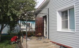 Строительство крыльца частного дома: установка и сварка конструкций