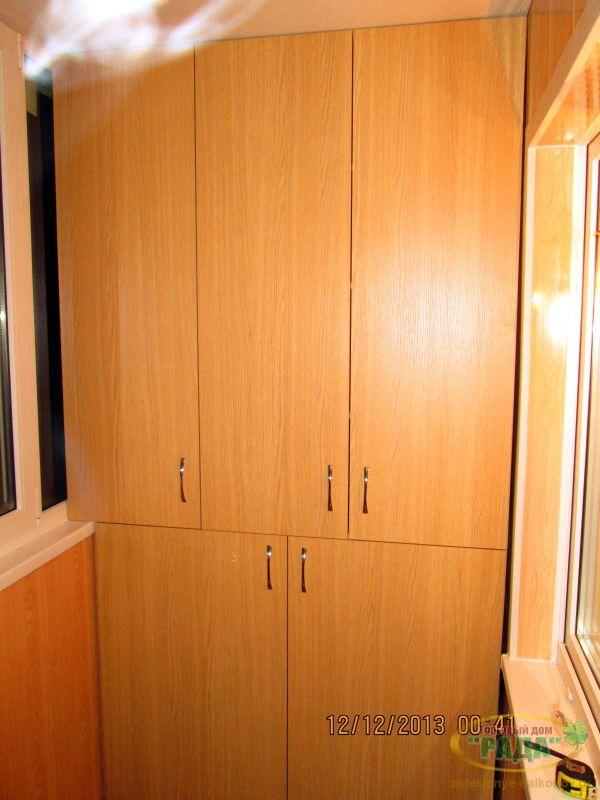 Шкаф на балкон и лоджию: встроенный, шкаф купе, тумба.